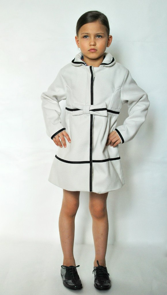 Фото 4: Пальто Jacadi для девочек белого цвета