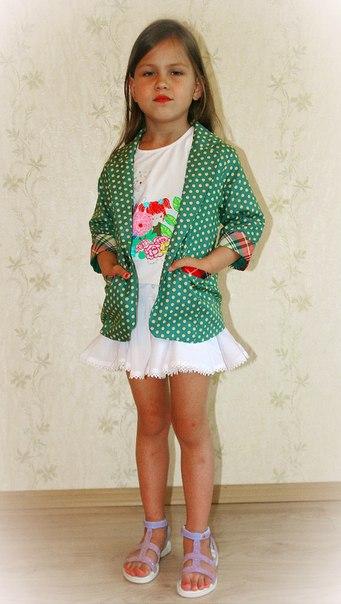 Фото 3: Зеленый пиджак с укороченным рукавом DKNY