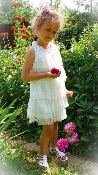 Фото 4: Белое праздничное платье для девочек