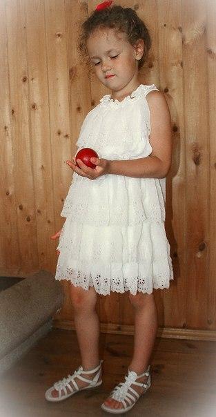 Фото 6: Белое праздничное платье для девочек