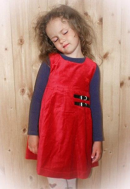 Фото 3: Красный велюровый сарафан для девочек