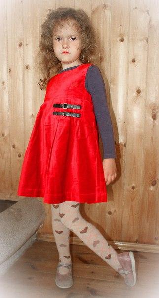 Фото 4: Красный велюровый сарафан для девочек