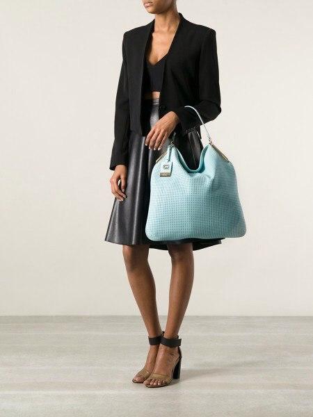 Женская сумка выполнена из высококачественной перфорированной кожи. Удобная вместительная модель, представлена в 2-х цветах бирюзовый, светло-кофейный. Фото 5