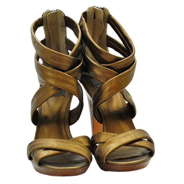 Однотонные босоножки без аппликаций, деревянный каблук, кожаная подошва. Картинка: 2