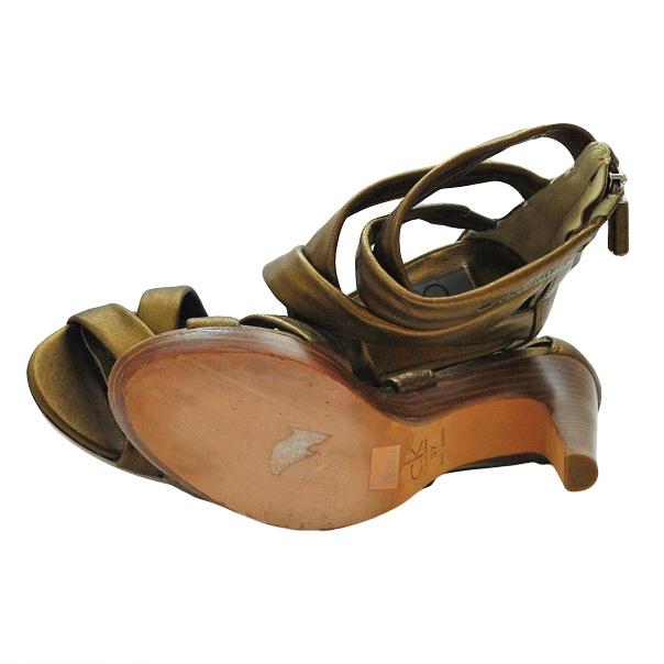Однотонные босоножки без аппликаций, деревянный каблук, кожаная подошва. Картинка: 5