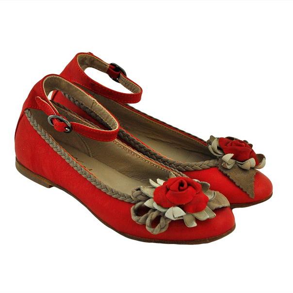 Фото 1: Красные туфли для девочек Tiffani украшены цветком