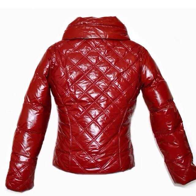 Фото 2: Короткая куртка Ativo красная лакированная