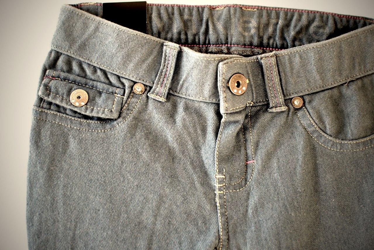 Фото 2: Классические джинсы Calvin Klein для девочек на лето