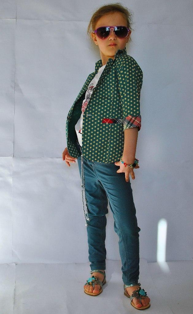 Фото 4: Классические джинсы Calvin Klein для девочек на лето