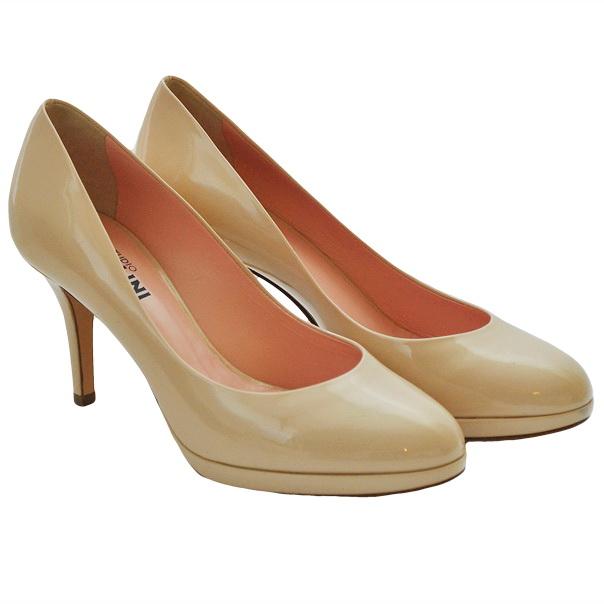 Туфли лакированной кожи однотонного цвета без аппликаций, каблук обтянут кожей. Картинка: 1