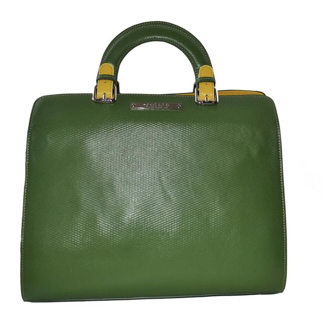 Сумка выполнена из красивой текстурной кожи в комбинации двух цветов. Современная интерпретация классической женской сумки. Фото 2