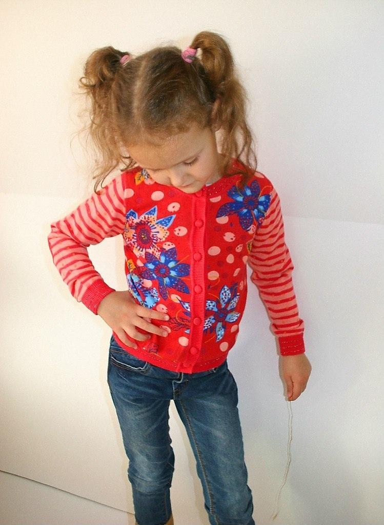 Фото 2: Красный кардиган для девочек Catimin