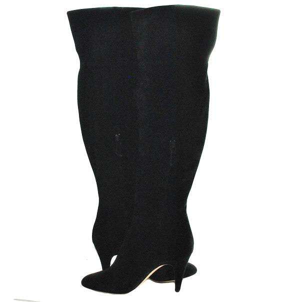 Замшевые сапоги, одноцветное изделие, скругленный носок, без аппликаций, внутренняя молния, обтянутый каблук-стилет. Картинка: 5