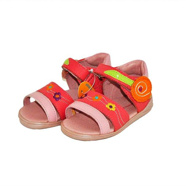Фото 4: Модные босоножки Agatha Ruiz для малышей