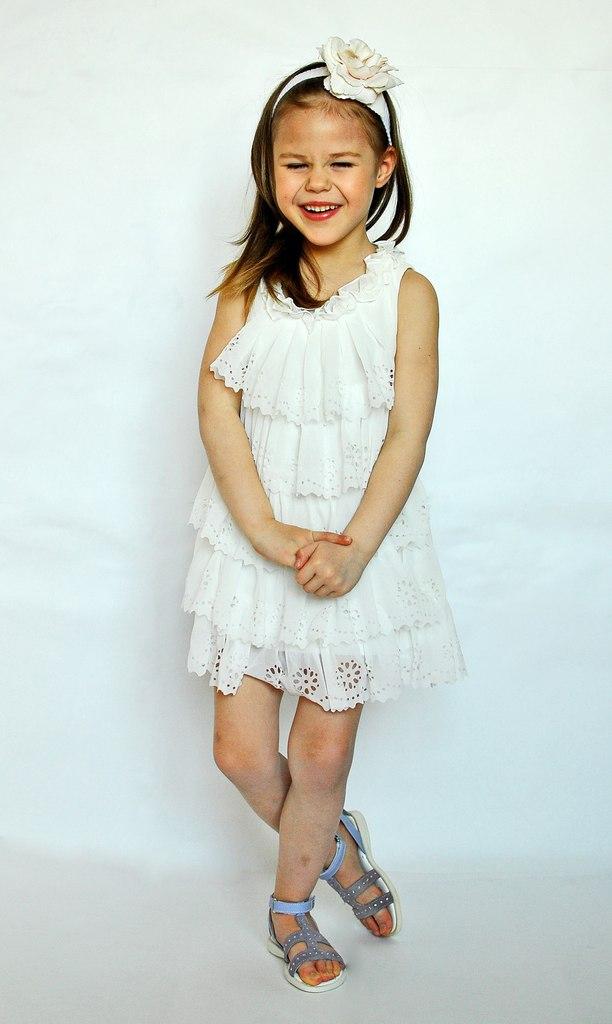 Фото 2: Белоснежное праздничное платье для девочек