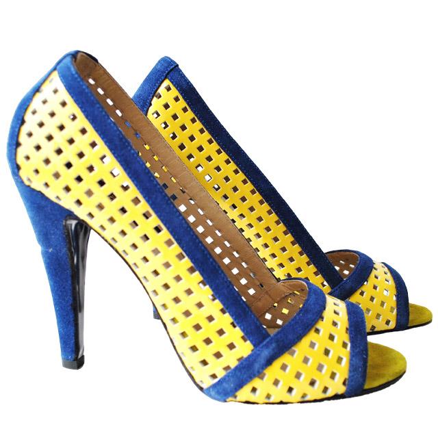 Яркие босоножки Renzoni из замшевой перфорированной кожи. Высота каблука: 11 cм. Картинка: 1