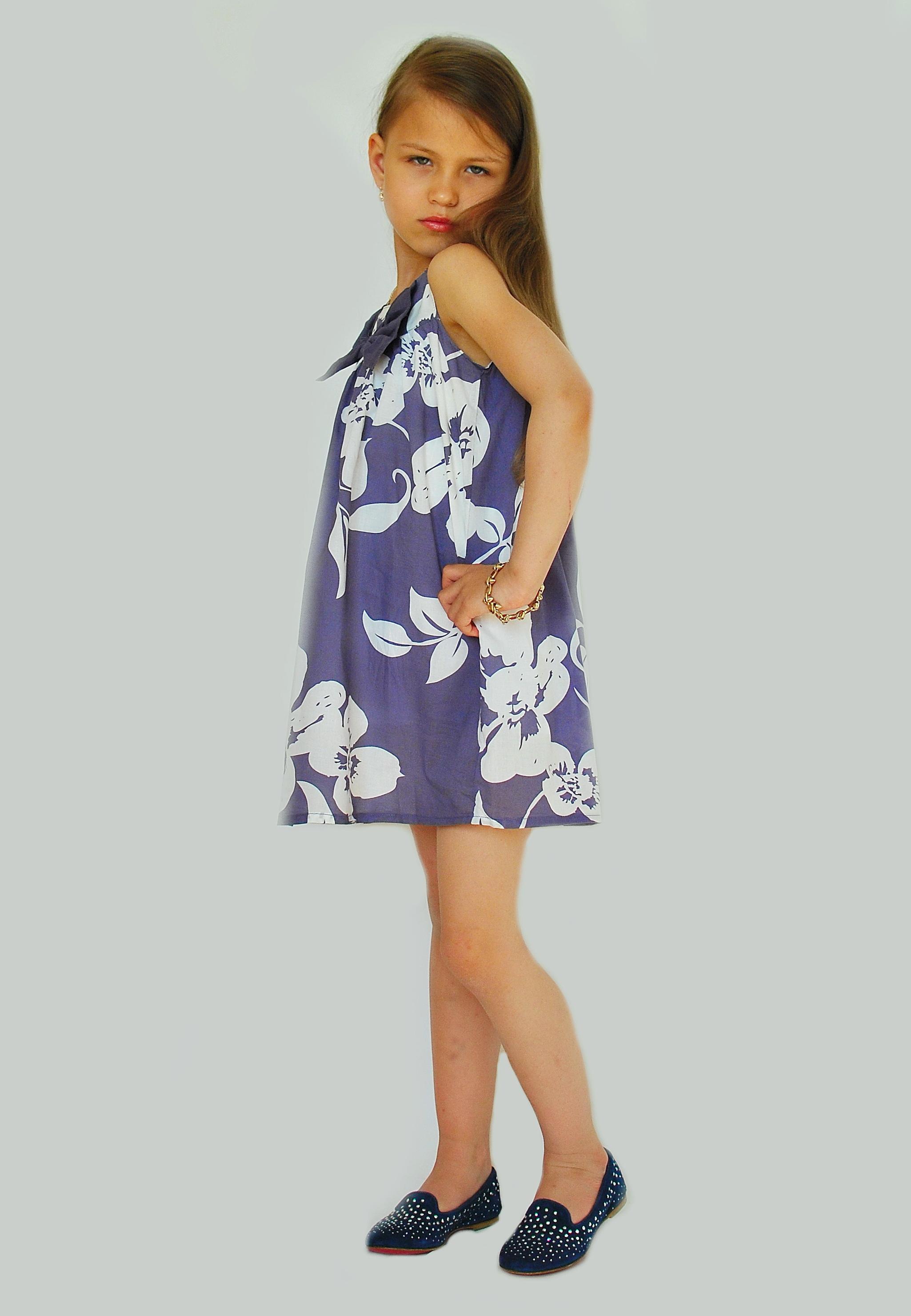 Фото 4: Яркое платье GUESS