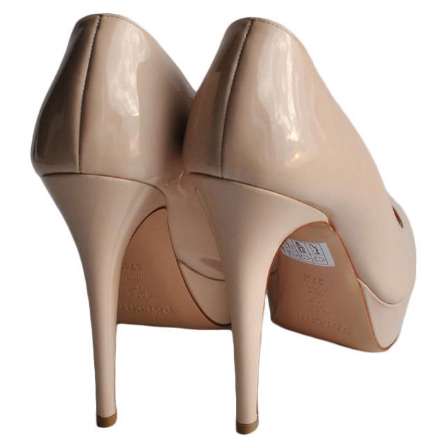 Туфли из лакированной кожи. Внутренняя отделка и стелька из мягкой кожи; каблук и платформа обтянуты кожей; гладкая подошва из прессованной кожи. Картинка: 4