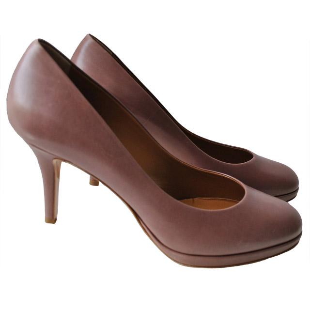 Внутренняя отделка и стелька туфлей из мягкой кожи; каблук и платформа обтянуты кожей; гладкая подошва из прессованной кожи. Картинка: 2