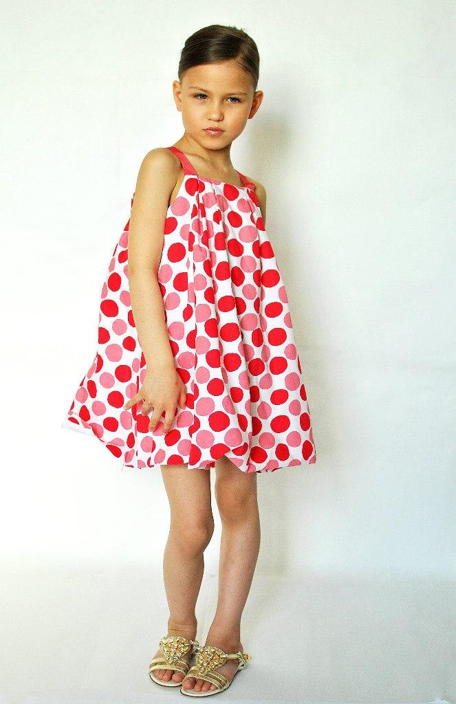 Фото 4: Красный в кружочек сарафан для девоче