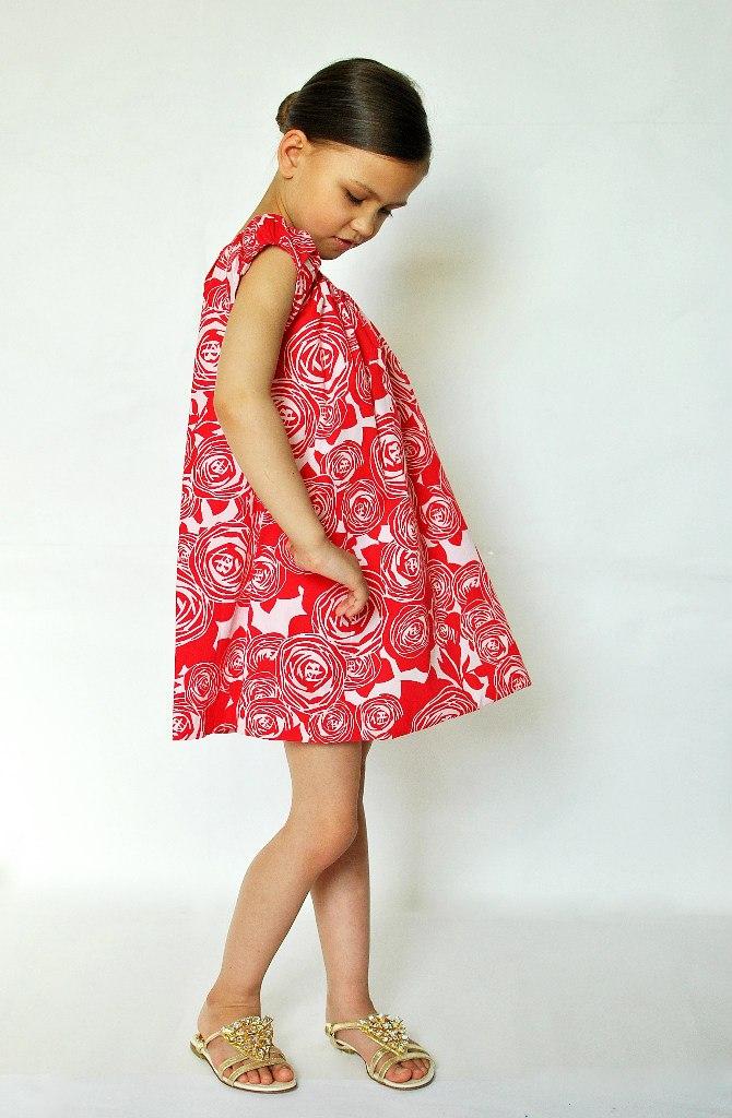 Фото 3: Красное с декоративным цветком платье DIOR