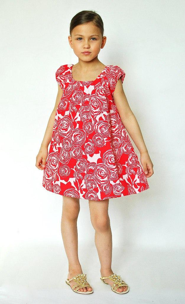 Фото 4: Красное с декоративным цветком платье DIOR