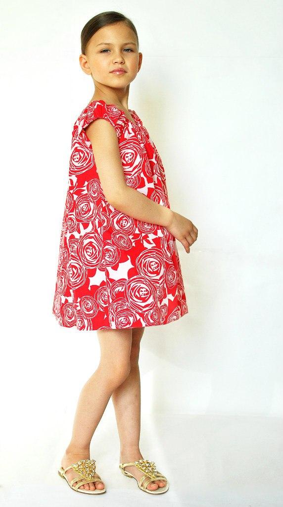 Фото 1: Красное с декоративным цветком платье DIOR