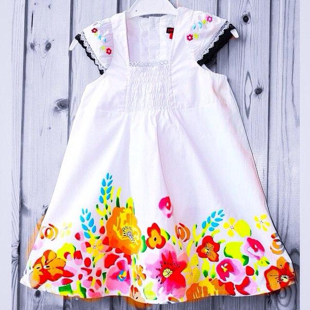 Фото 3: Белое детское платье снизу цветочек