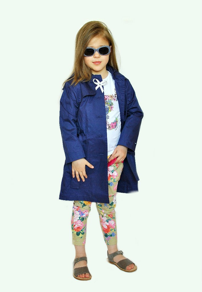Фото 4: Синий плащ Lili Gaufrette для девочек