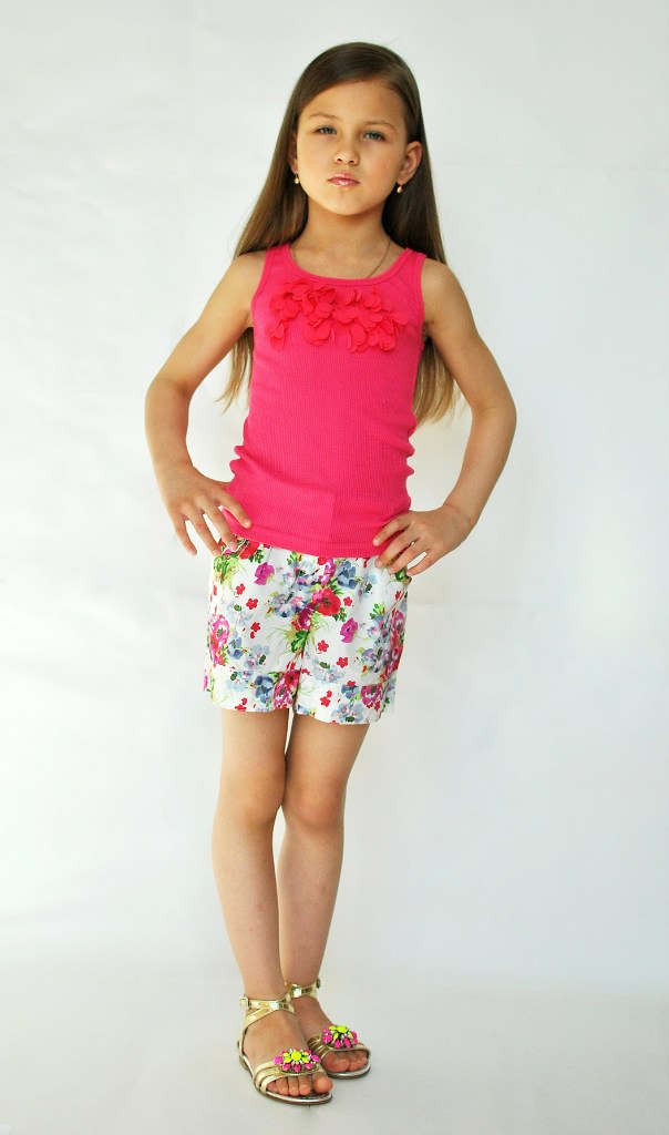 Фото 4: яркие шорты Kenzo для девочек