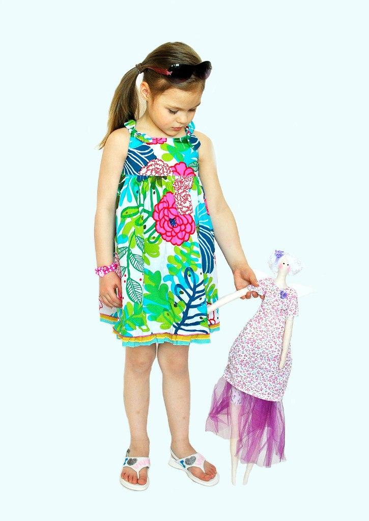 Фото 5: Яркий сарафан для девочек Catimini