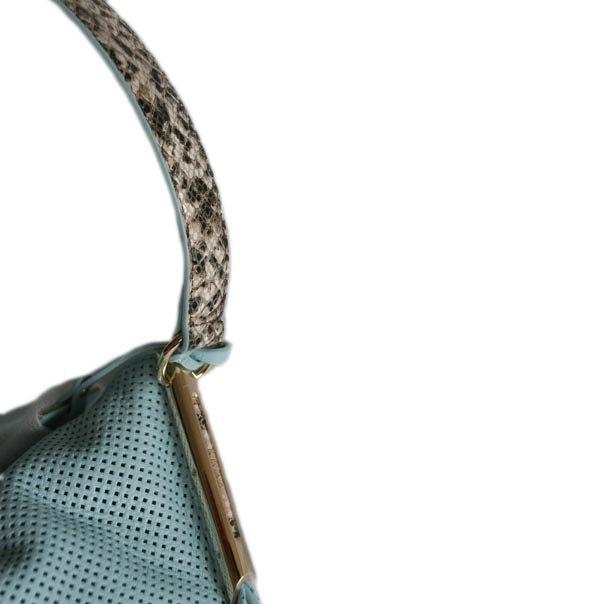 Женская сумка выполнена из натуральной кожи теленка (питона). Удобная вместительная модель, представлена в 2-х цветах бирюзовый, светло-кофейный. натуральная кожа теленка, натуральная кожа питона. Фото 3