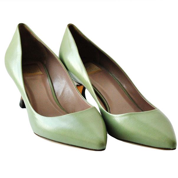 Зеленые кожаные туфли запатентованная стелька, острый носок, подошва из кожи. Высота каблука: 4 см. Картинка: 2