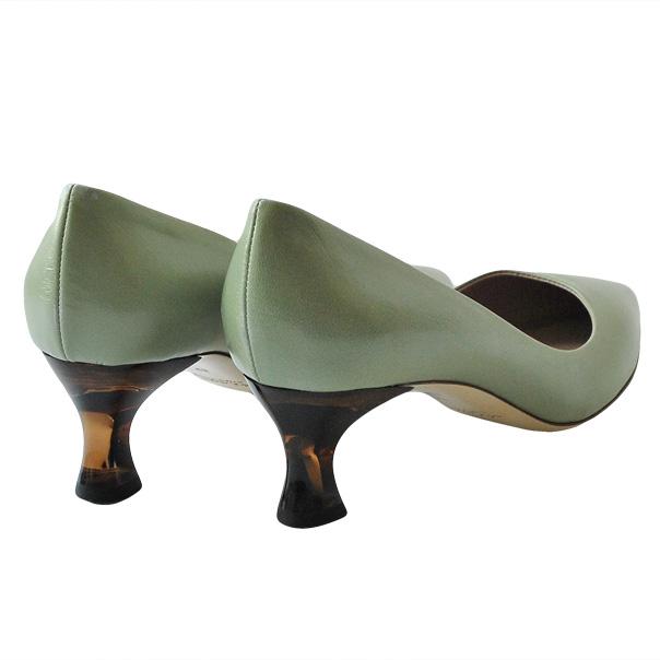 Зеленые кожаные туфли запатентованная стелька, острый носок, подошва из кожи. Высота каблука: 4 см. Картинка: 3