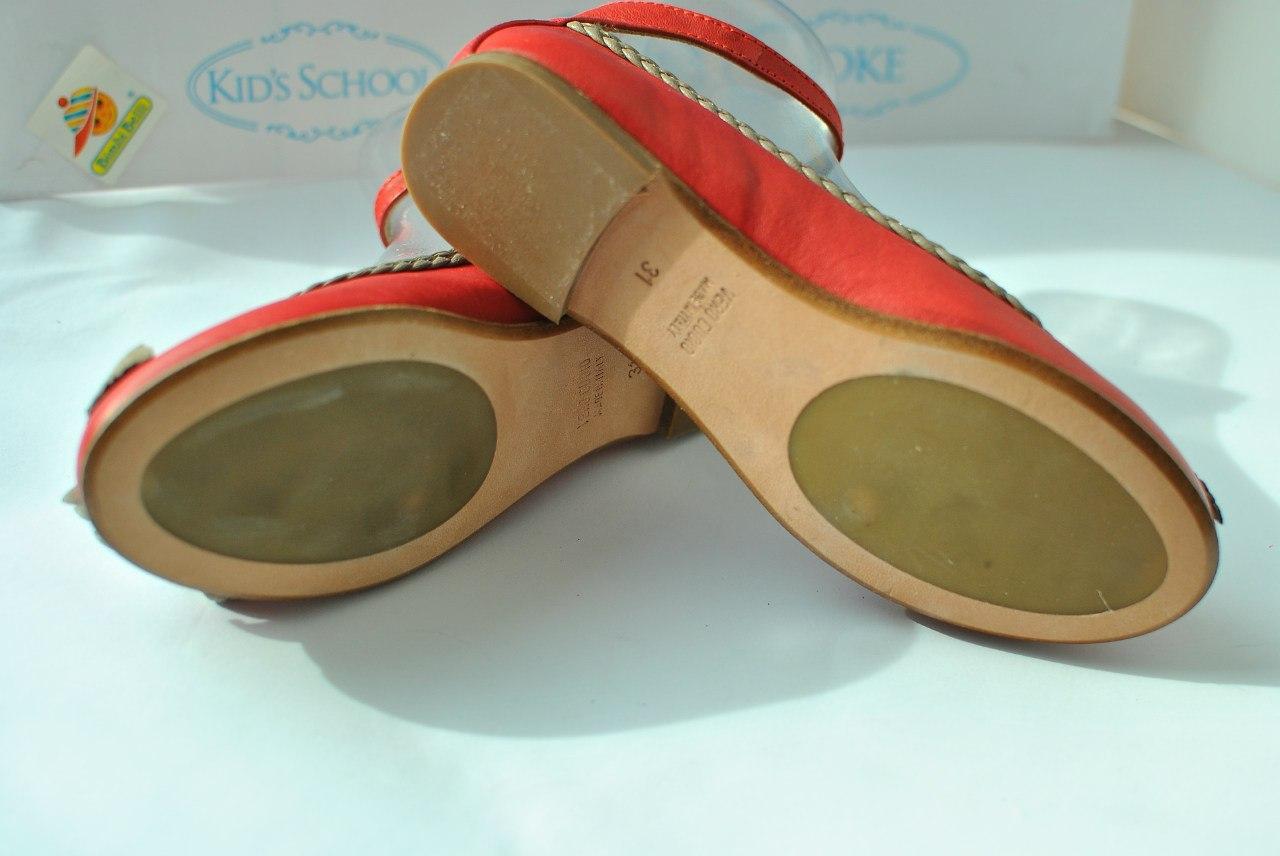 Фото 2: Красные туфли для девочек Tiffani украшены цветком