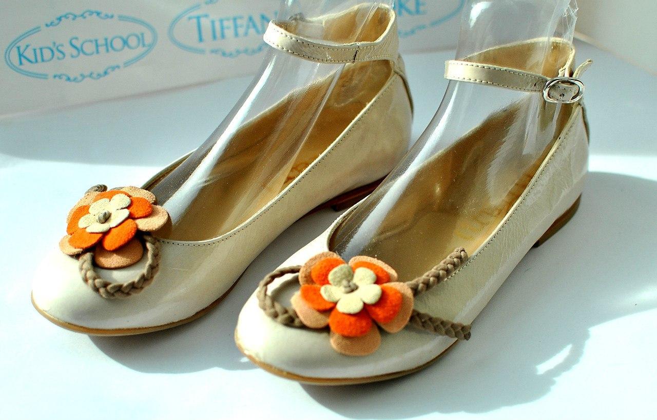 Фото 2: Туфли для девочек Tiffani украшены цветком