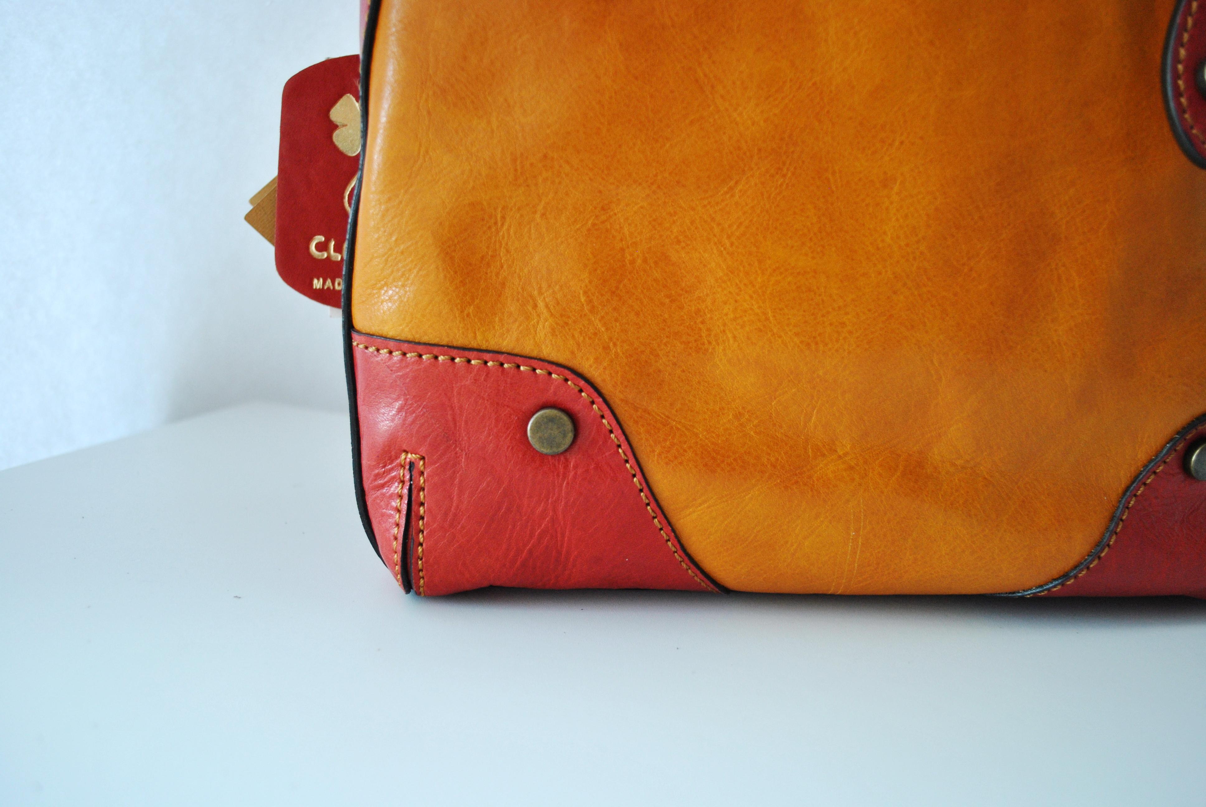 Сумка выполнена из высококачественной кожи в комбинации из двух цветов. Сделано в Италии. Фото 4