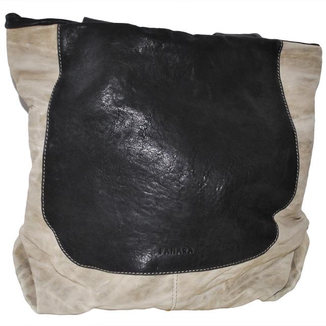 Сумка выполнена из красивой текстурной кожи в комбинации двух цветов. Фото 2