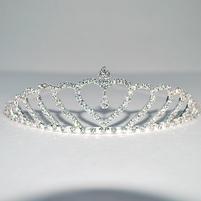 Диадема металлическая инкрустированная сверкающими кристаллами. Фото: 9